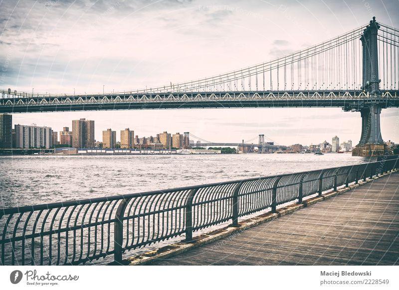 Altes Film stilisiertes Bild von Manhattan Bridge. Fluss Stadt Brücke Gebäude Architektur Wahrzeichen retro träumen Traurigkeit Heimweh Einsamkeit einzigartig
