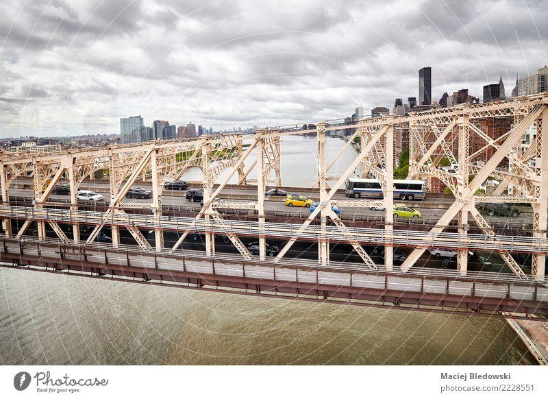 Queensboro-Brücke Straße Verkehr PKW Aussicht USA Skyline Städtereise tauchen Verkehrswege Fahrzeug Personenverkehr Manhattan Verkehrsmittel Taxi Szene
