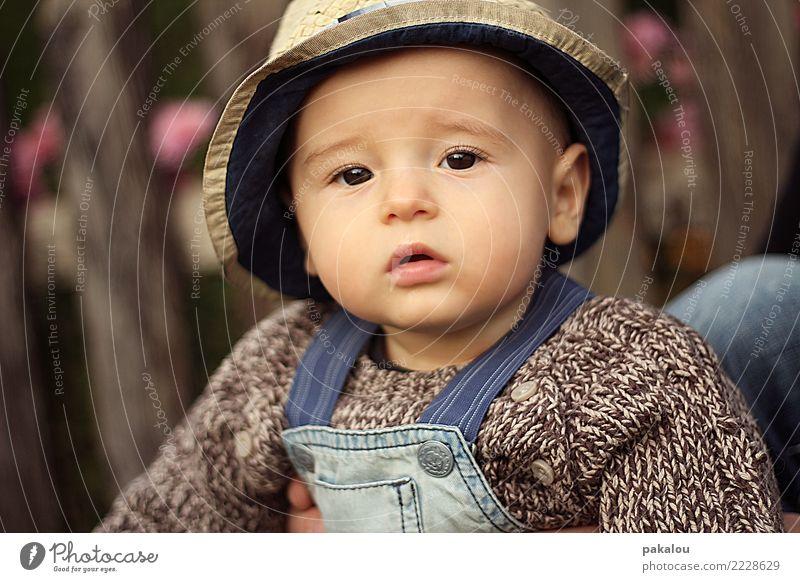 kleiner Bauernjunge Mensch Kind Kindheit Gesicht 0-12 Monate Baby Herbst schön niedlich braun Vertrauen Sicherheit Junge Landwirt Kindermode pausbacken