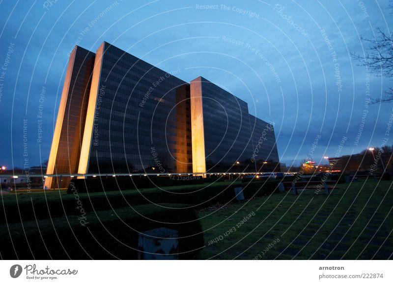 blau Stadt Architektur Deutschland gold groß hoch Hochhaus Europa bedrohlich eckig Bürogebäude City Nord