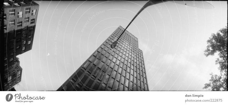neue gesichter weiß schwarz oben Gebäude Architektur Fassade Hochhaus groß Hamburg hoch modern neu Zukunft analog Skyline Straßenbeleuchtung