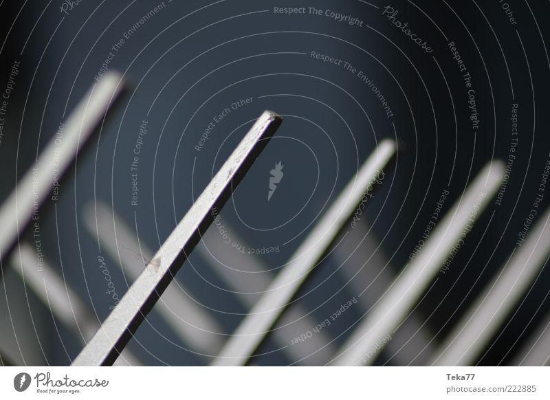 Garderobe at night Metall Stimmung Perspektive ästhetisch Metallwaren Stahl diagonal Symmetrie Stab parallel stagnierend dreidimensional