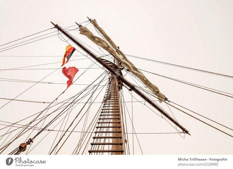 Segelmast mit Segeln und Flaggen Ferien & Urlaub & Reisen Himmel Wolkenloser Himmel Sonne Sonnenlicht Meer Verkehr Schifffahrt Binnenschifffahrt Kreuzfahrt