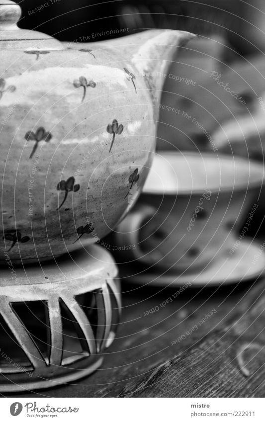 Kännchen Heißgetränk Kaffee Geschirr Tasse Sommer schwarz weiß Schwarzweißfoto Außenaufnahme Muster Textfreiraum rechts Tag Reflexion & Spiegelung Sonnenlicht