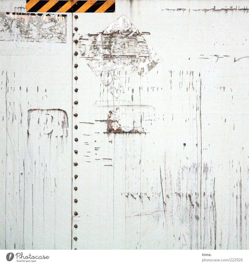 HH10.2 | Black-Yellow Show Down Kunst Container Kasten Rost alt dreckig hell gelb schwarz weiß Kratzspur zerkratzen verkratzt Niete gebraucht Eisen Klebeband