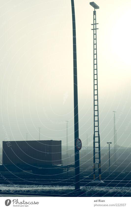 cold train kalt Nebel Schilder & Markierungen Eisenbahn Güterverkehr & Logistik Gleise Strommast schlechtes Wetter Container Verkehrsmittel Eisenbahnwaggon