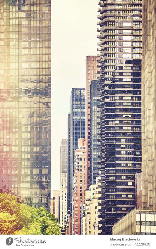 Retro stilisiertes Bild von New York Gebäuden. Häusliches Leben Wohnung Haus Traumhaus Hausbau Arbeitsplatz Büro Stadt Stadtzentrum Hochhaus Architektur Mauer