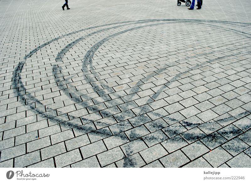 alles dreht sich um vettel Mensch Stadt Fuß Beine Geschwindigkeit Kreis fahren Kurve Fußgänger Straßenverkehr Pflastersteine Gummi kreisen Textfreiraum