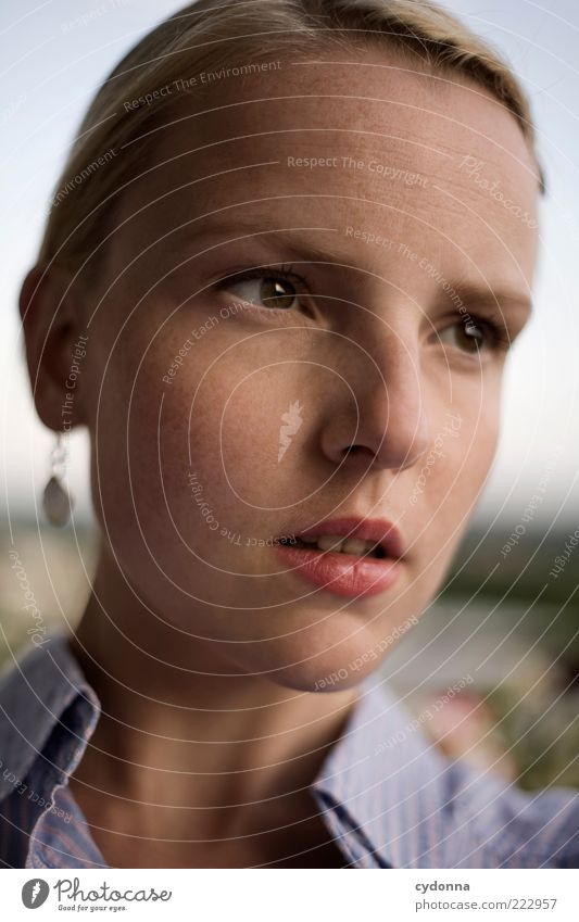 .. Mensch Jugendliche schön Gesicht ruhig Leben feminin Gefühle träumen Kopf blond Erwachsene Zeit Lifestyle Vergänglichkeit einzigartig