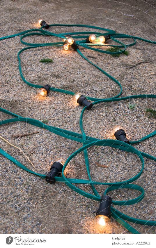 die lichtlein brennen... friedlich Lichterkette Glühbirne Tannenzweig Dekoration & Verzierung Baumschmuck Stillleben Volksfest El Alarde leuchten Boden liegen