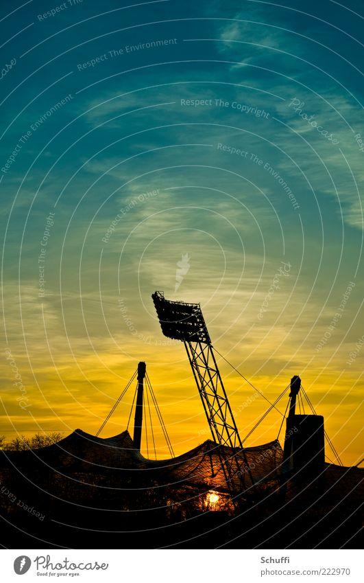 5. Morgenröte Sonnenaufgang Sonnenuntergang Menschenleer Bauwerk Olympiastadion ästhetisch außergewöhnlich blau gelb gold schwarz Zufriedenheit Kultur Kraft