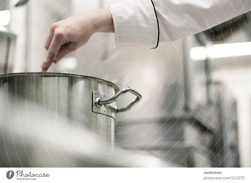 nix anbrennen lassen... Herd & Backofen Kochlöffel grau Topf Küche kochen & garen rühren Rührwerk Edelstahl Stahl Gastronomie Sauberkeit deutlich Farbfoto