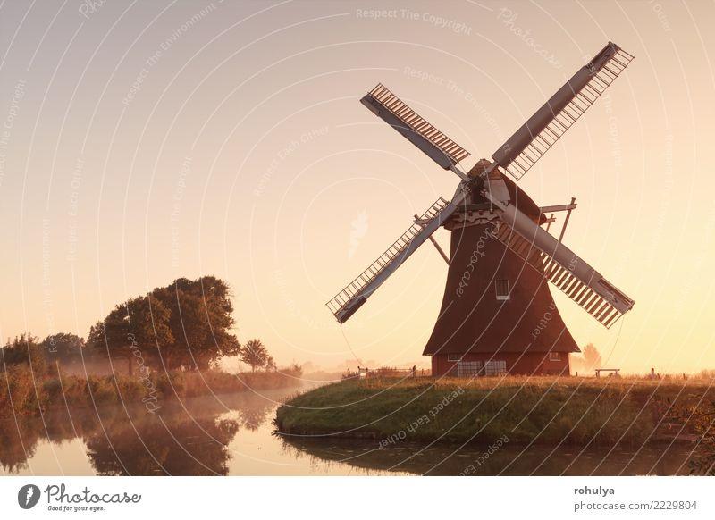 charmante Windmühle am Fluss bei Sonnenaufgang Ferien & Urlaub & Reisen Kultur Natur Landschaft Himmel Sonnenuntergang Sonnenlicht Sommer Schönes Wetter Nebel