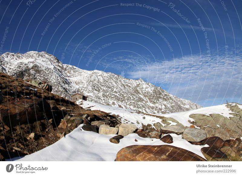 Gipfelhütterl Berghütte Hütte Timmelsjoch Berge u. Gebirge Alpen Pass Schnee Felsen Herbst Außenaufnahme Österreich Ötztal Sölden Himmel Sonnenlicht alpin kalt