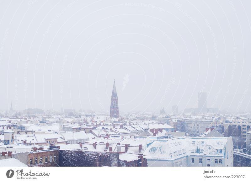 Skyline II Kleinstadt Stadt Haus Kirche weiß Schnee Winter Dach Vogelperspektive Nebel Idylle ruhig kalt Farbfoto Gedeckte Farben Außenaufnahme Menschenleer Tag