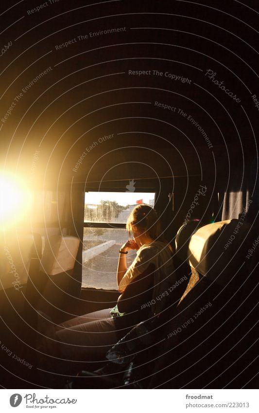 roadmovie Frau Mensch Jugendliche Sonne Sommer Ferien & Urlaub & Reisen Ferne feminin Freiheit Bewegung Erwachsene blond sitzen Ausflug Verkehr Tourismus