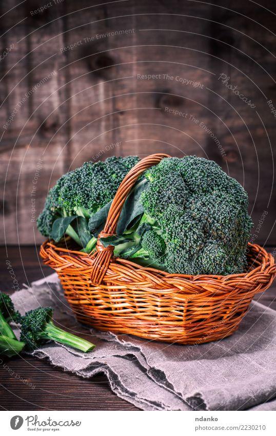 frischer Brokkoli Natur Pflanze grün Essen natürlich Holz braun Ernährung Tisch Gemüse reif Essen zubereiten Diät Vegetarische Ernährung Vitamin