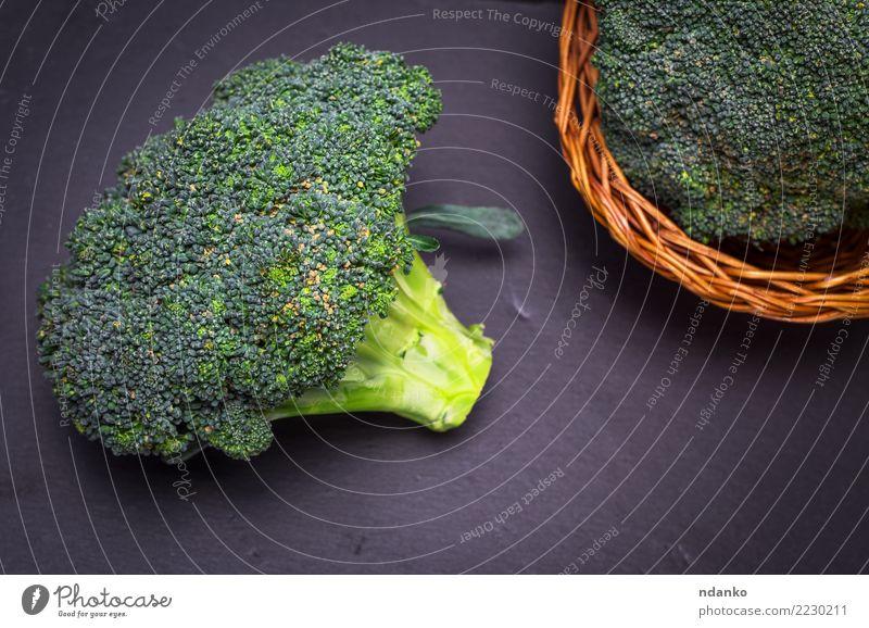 frischer Kohl Brokkoli Natur Pflanze grün schwarz Essen natürlich Holz braun Ernährung Tisch Gemüse reif Essen zubereiten Diät Vegetarische Ernährung