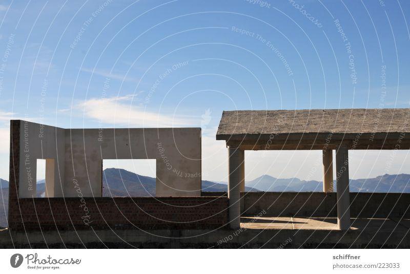 Ausgebucht: Halbes Zimmer + Dach mit Ausblick III Himmel Haus Einsamkeit Wand Berge u. Gebirge Landschaft Mauer Gebäude kaputt Dach außergewöhnlich Bauwerk skurril Ruine Schönes Wetter