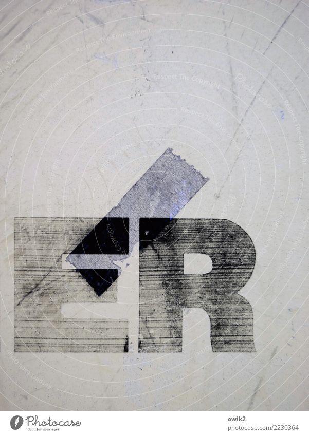 Über-Ich Schriftzeichen Großbuchstabe Buchstaben alt nah Willensstärke Verlässlichkeit Unschärfe verwittert Werbebranche Spuren Streifen Vergänglichkeit