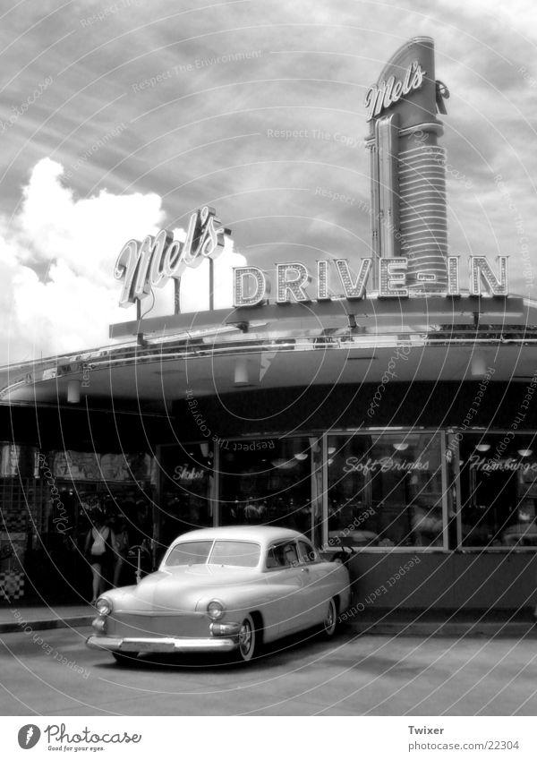 Drive In Himmel Ferien & Urlaub & Reisen Wolken Architektur Stil PKW USA Gastronomie historisch Vergangenheit KFZ Amerika Parkplatz Oldtimer typisch