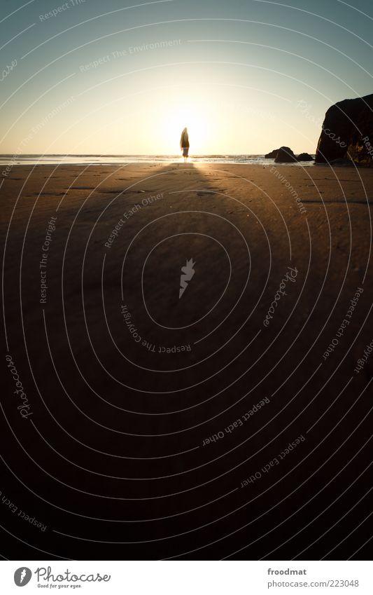 langschatten Mensch Frau Natur Ferien & Urlaub & Reisen Sonne Sommer Meer Strand Erwachsene Ferne Erholung Freiheit Horizont Freizeit & Hobby Ausflug Abenteuer