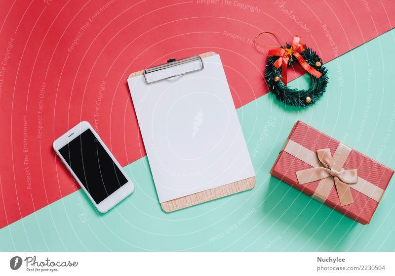 Flache Lage von Weihnachtsschmuck Frau Weihnachten & Advent Farbe grün rot Freude Erwachsene Lifestyle Stil Feste & Feiern Design Textfreiraum hell