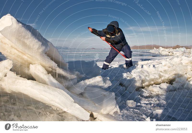 Mann Himmel blau Winter Ferien & Urlaub & Reisen Einsamkeit kalt Schnee See Landschaft Eis Erwachsene Umwelt Abenteuer Frost gefroren