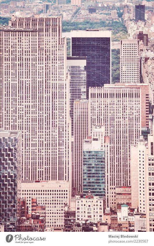 Retro- stilisiertes Bild von New- York Citygebäuden. Häusliches Leben Wohnung Haus Hausbau Arbeitsplatz Büro Stadtzentrum Hochhaus Bankgebäude Gebäude