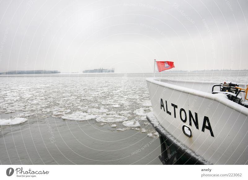 Hamburg auf Eis Winter Schnee Landschaft Wasser Frost Flussufer Elbe Menschenleer Schifffahrt Binnenschifffahrt Bootsfahrt Fähre Fischerboot Zufriedenheit