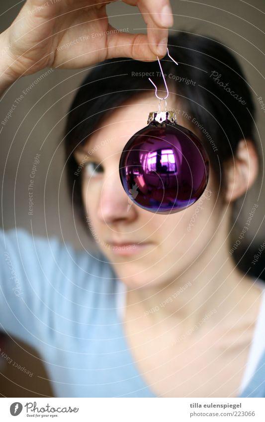 o (h du fröhliche) Frau Mensch Jugendliche feminin Erwachsene rund Dekoration & Verzierung violett Kitsch Weihnachten & Advent festhalten Kontrolle