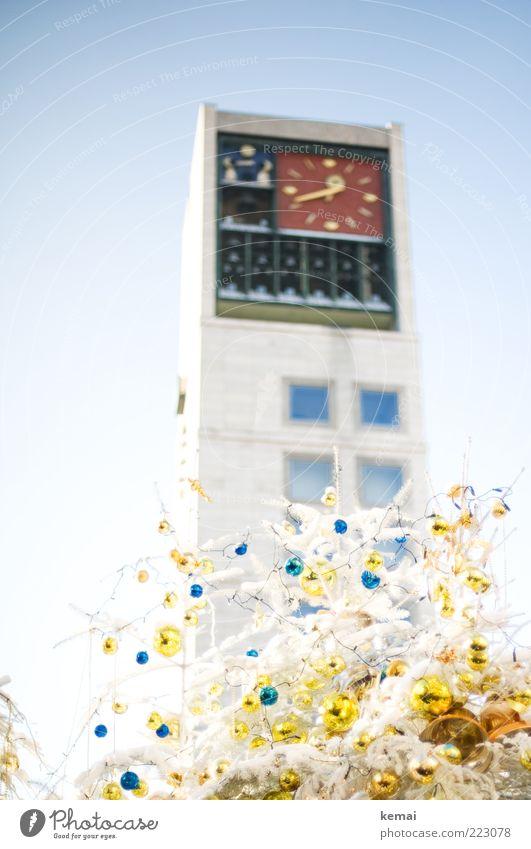 Weihnachtlicher Uhrenturm Weihnachten & Advent blau weiß Haus Architektur Gebäude hell Feste & Feiern Zeit gold Fassade hoch Uhr Turm Dekoration & Verzierung Bauwerk