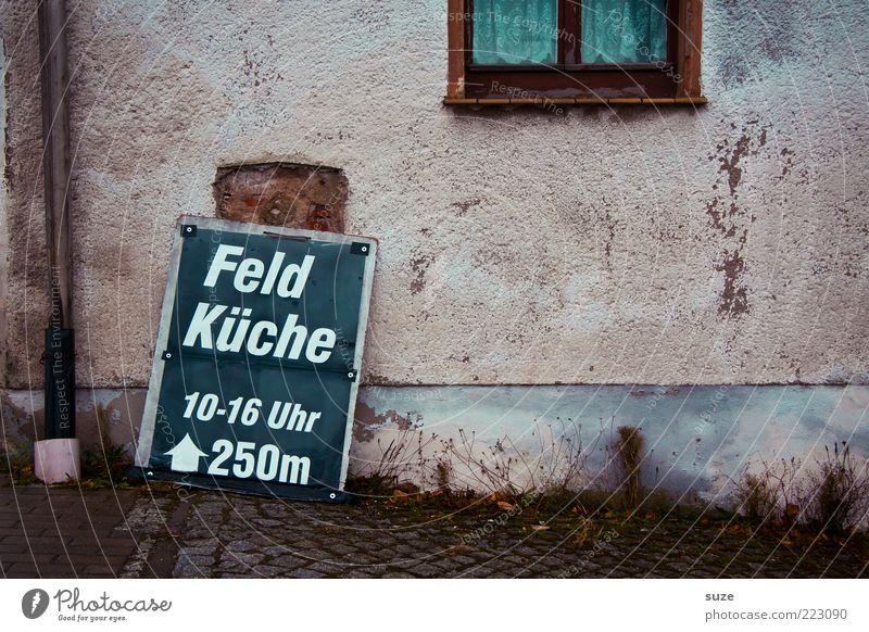 Mittach alt Wand Fenster Schilder & Markierungen Fassade trist einfach Werbung Hinweisschild Typographie Gardine Hinweis Text Ernährung Fastfood Mittag