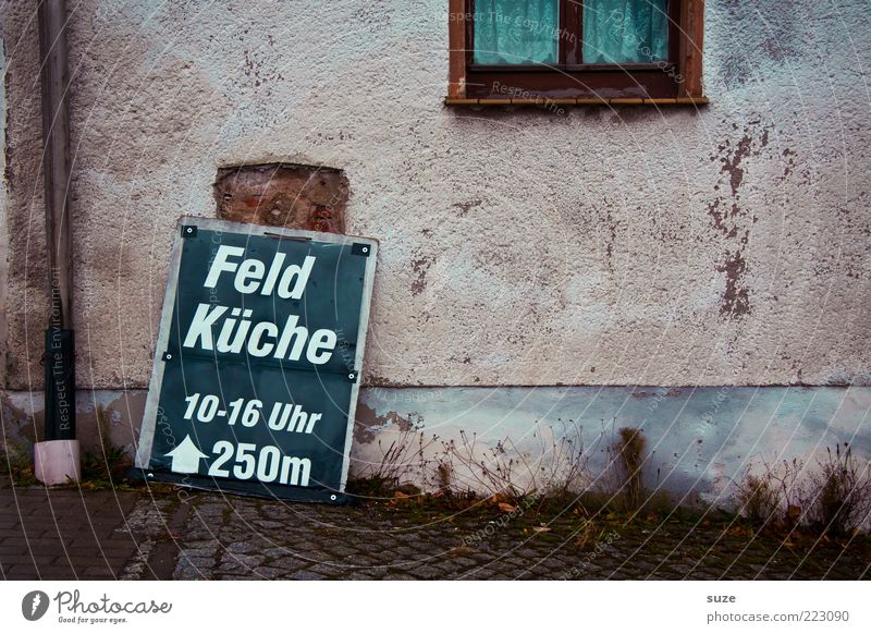 Mittach alt Wand Fenster Schilder & Markierungen Fassade trist einfach Werbung Hinweisschild Typographie Gardine Text Ernährung Fastfood Mittag