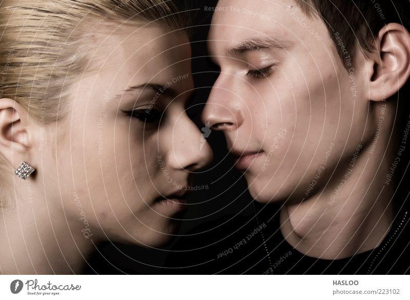 Frau Mensch Mann schön Gesicht Liebe schwarz dunkel Gefühle Traurigkeit Zusammensein Erwachsene Hintergrundbild Beautyfotografie Lifestyle