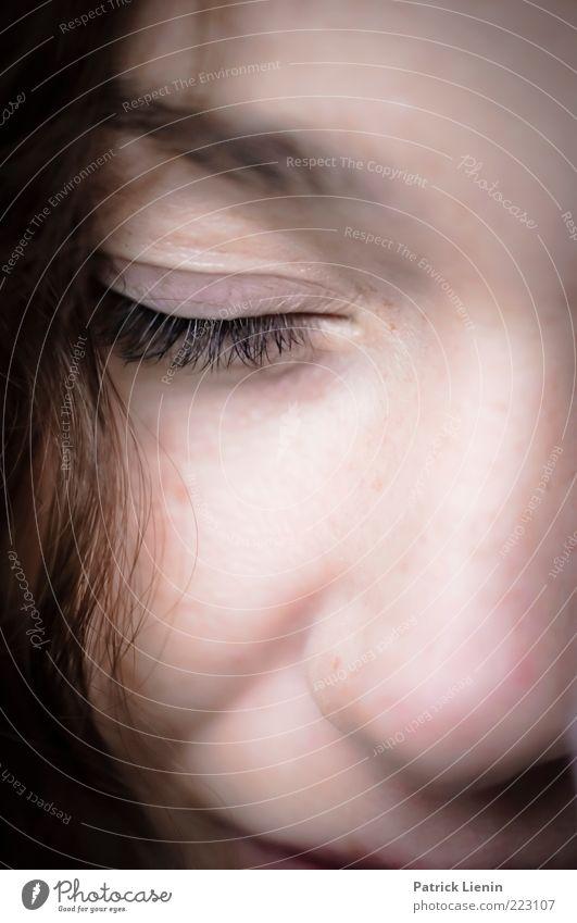 song for a sleeping girl Frau Mensch Jugendliche schön Auge Leben feminin Haare & Frisuren träumen Stimmung Denken Erwachsene Zufriedenheit Haut Nase