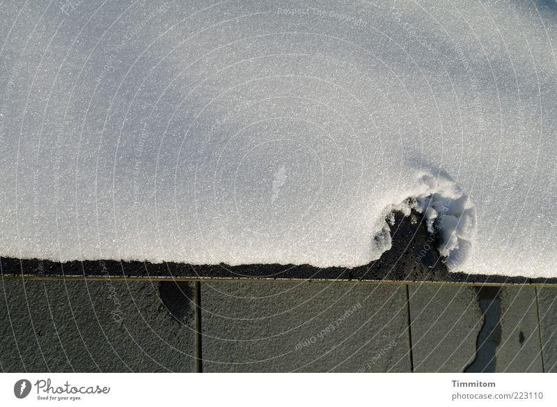 _______Omega_ weiß Winter ruhig kalt Schnee Wand grau Mauer Stein Beton ästhetisch Schriftzeichen fest Flüssigkeit eckig Schneedecke