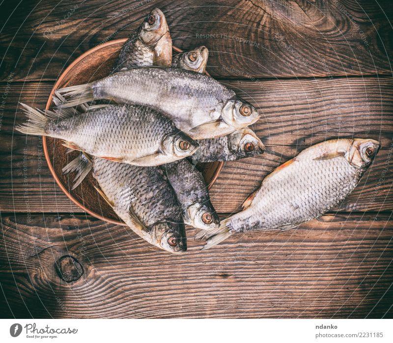 Tier Essen natürlich Holz Menschengruppe braun oben Fisch Teller getrocknet Snack Vorbereitung Feinschmecker Meeresfrüchte salzig Rotauge