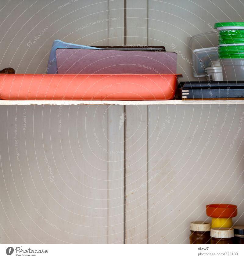 Durchgabe alt Linie Ordnung Küche authentisch einfach Kunststoff Geschirr Schneidebrett Anschnitt Bildausschnitt Regal mehrfarbig Krimskrams Kücheneinrichtung