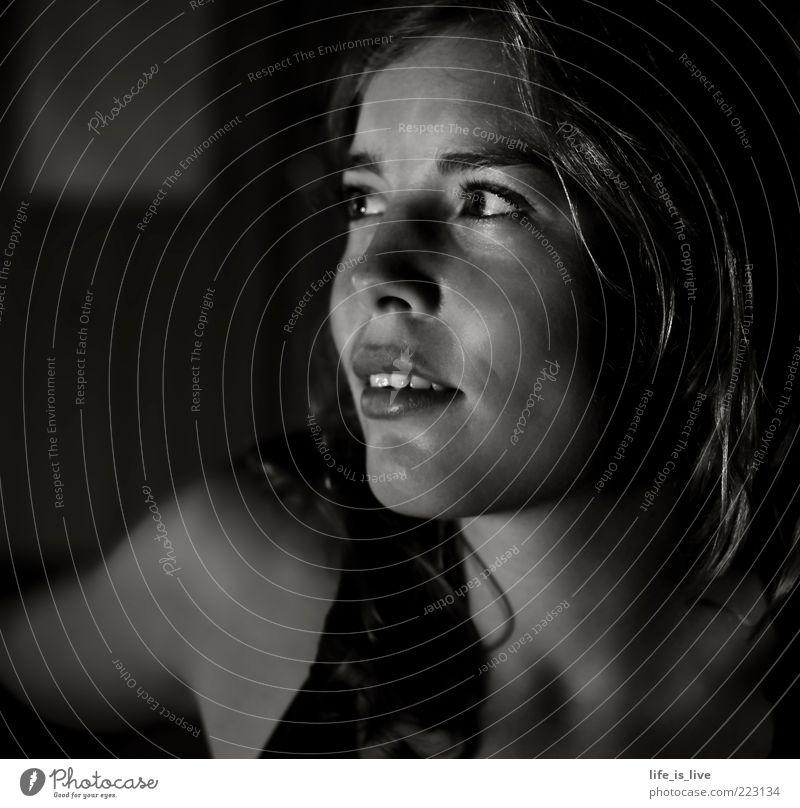 desire Sehnsucht Lust Wunsch Hoffnung Junge Frau Porträt Schwarzweißfoto Gesicht Schatten verträumt Stimmung Inspiration nachdenklich ruhig harmonisch Vertrauen