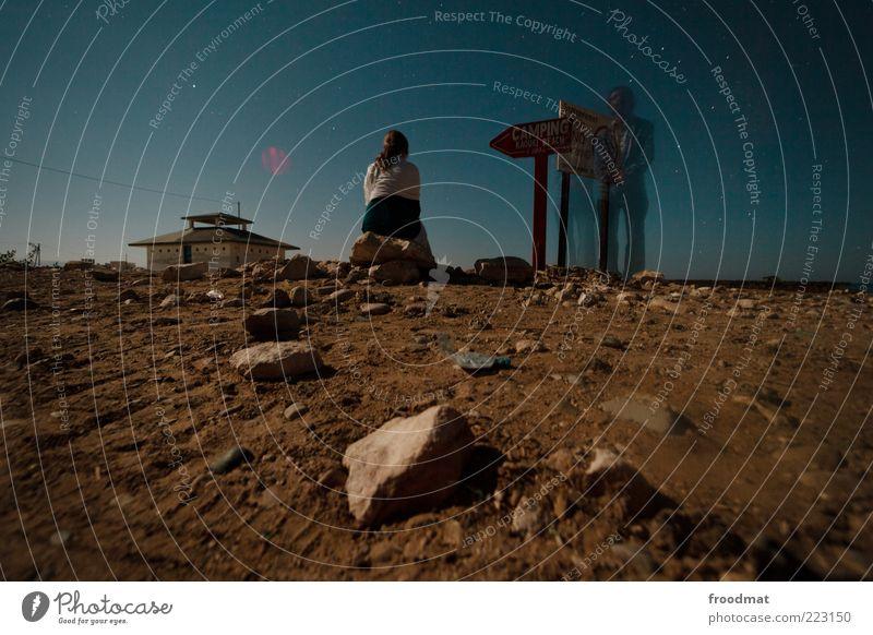 mission on mars Freiheit Mensch Nachthimmel Stern trocken Endzeitstimmung stagnierend Surrealismus Marokko steinig warten Wegweiser Sternenhimmel Farbfoto