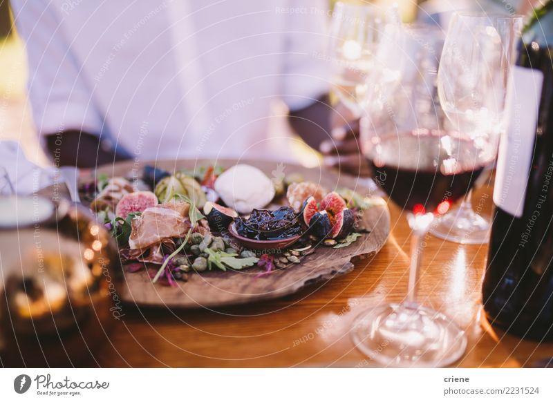 Nahaufnahme des bunten Gerichtes im Restaurant Alkohol Feste & Feiern lecker Lebensmittel Feige Wein Weinglas Party sozial Veranstaltung Farbfoto mehrfarbig