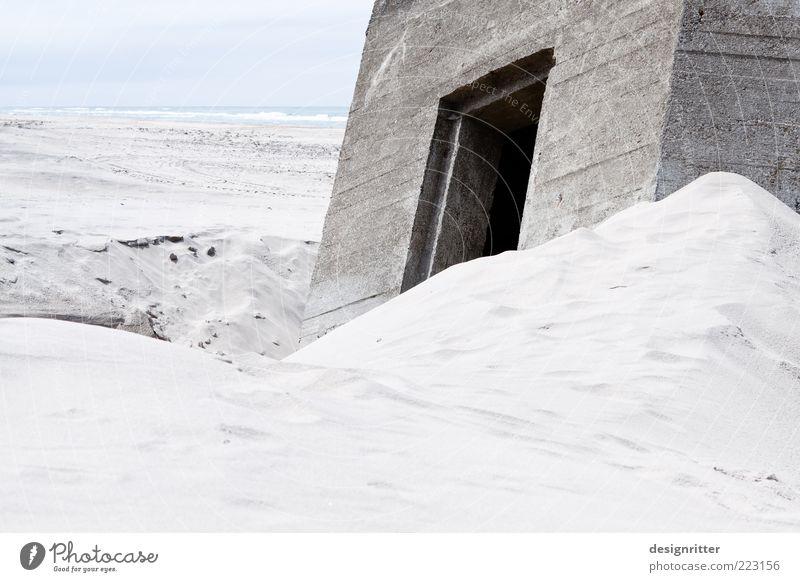 TERRORHORROR Sand Wasser Küste Strand Nordsee Meer Dänemark Hirtshals Jütland Bauwerk Bunker Verteidigungsanlage Vertrauen Sicherheit Schutz Angst Todesangst