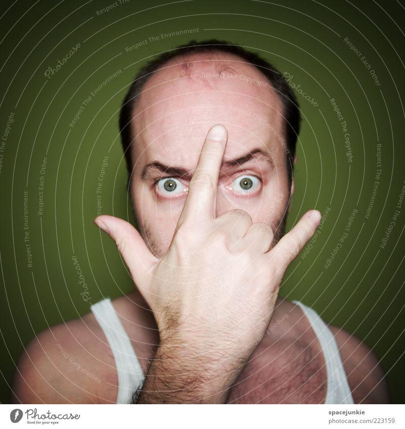 Maske maskulin 1 Mensch 30-45 Jahre Erwachsene beobachten Coolness Gefühle Tatkraft Angst verstört Gewalt verrückt Unterhemd verkleiden Farbfoto Innenaufnahme