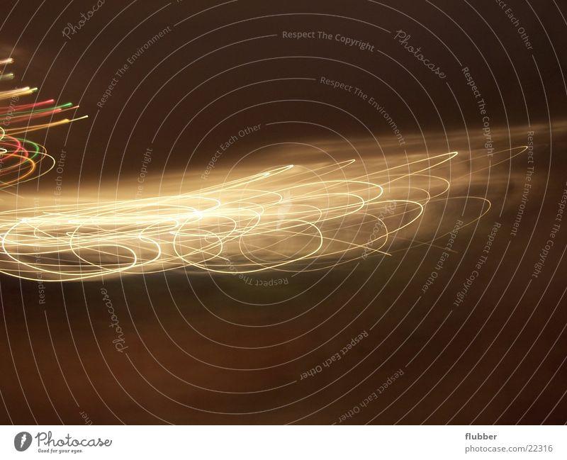 Tanz der Lichter Langzeitbelichtung Nacht chaotisch Leuchtkette Bewegung Beleuchtung