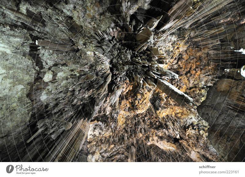 Ferne Galaxien... Urelemente Erde dunkel kalt stachelig Tropfsteine Tropfsteinhöhle fallen Dynamik Zentralperspektive schön einzigartig Innenaufnahme abstrakt
