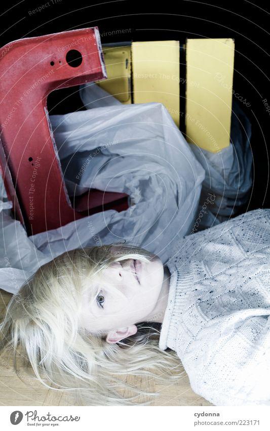 !9OO Mir fehlen die Worte Mensch Jugendliche ruhig Leben Erholung Stil Haare & Frisuren Erwachsene blond Lifestyle liegen Schriftzeichen einzigartig