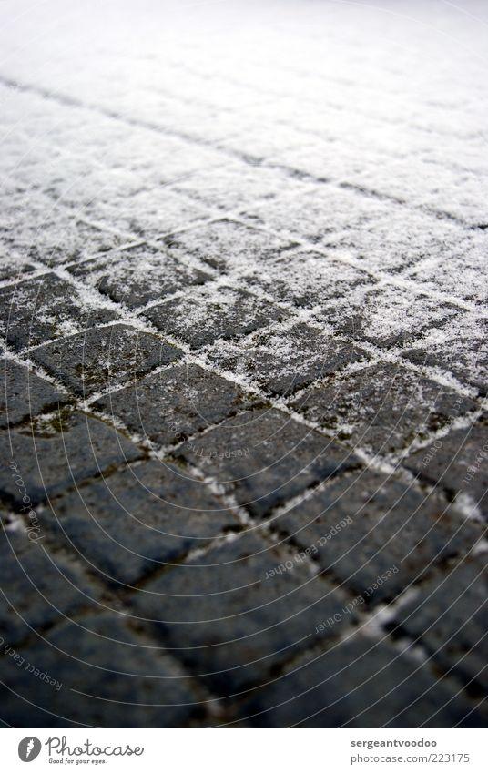 Schnee an der Stelle der Terrasse wo oben der Balkon ist Natur Wasser weiß Winter ruhig kalt grau Wege & Pfade Umwelt Stein Stimmung Linie Eis Wetter Beton
