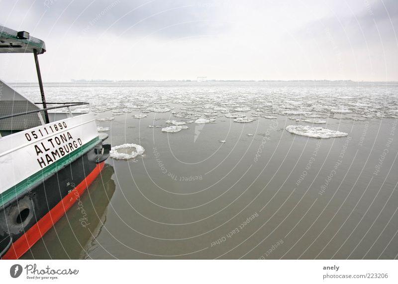 Altona on Ice Wasser Winter Eis Frost Schnee Fluss Elbe Hamburg Schifffahrt Binnenschifffahrt Fähre Gelassenheit ruhig Zufriedenheit Einsamkeit Frieden Horizont