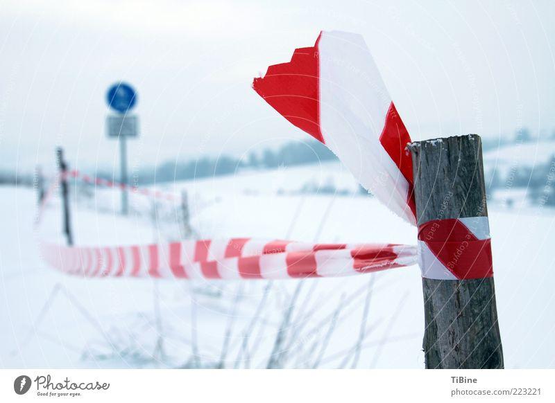 Betreten verboten weiß blau rot Winter Holz Linie Schilder & Markierungen Kunststoff Barriere Verbote Symmetrie gebunden Holzpfahl Begrenzung rot-weiß